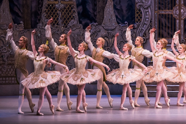 The-corps-de-ballet-in-the-royal-ballets